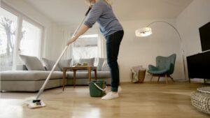 Limpieza de suelo de parquet