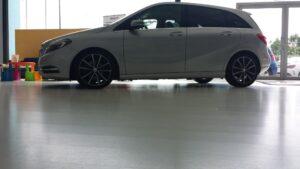 Pavimento FLINT en concesionario de coches